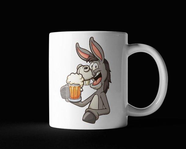 Deze ezel is gek op bier